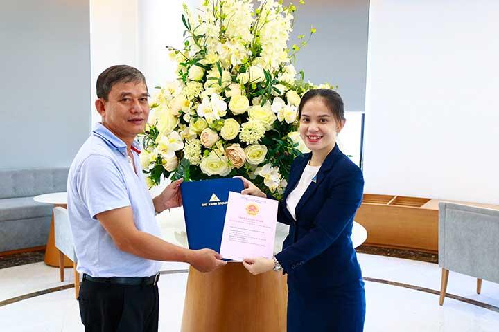 Cư dân Lux Garden chính thức nhận sổ hồng sau 1 năm nhận nhà